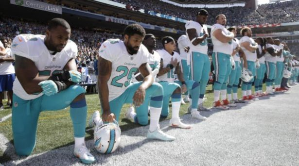 arian-foster-dolphins-national-anthem-kneel-618x344